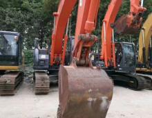 二手日立225US挖掘机